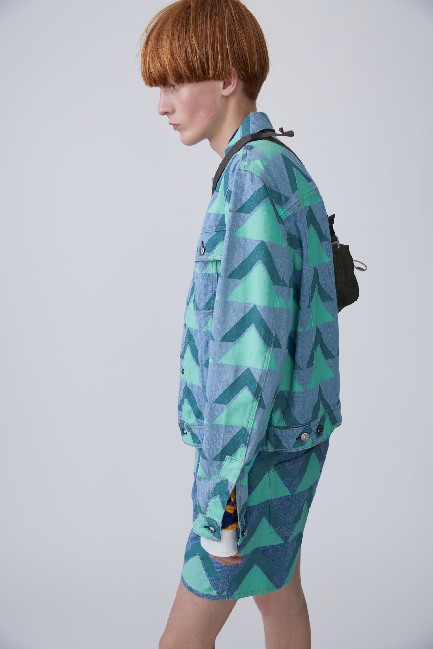 Acne Studios Blå Konst Tent print mid vintage green mountain jacket in a reworked, oversized, boxy fit.