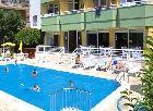 Turkije, Alanya, Hotel Alin 2*.  Fijne sfeer, ligt in een bedrijvig zijstraatje van de hoofdweg. Op 500 m. van centrum en 100 m van Kleopatrastrand
