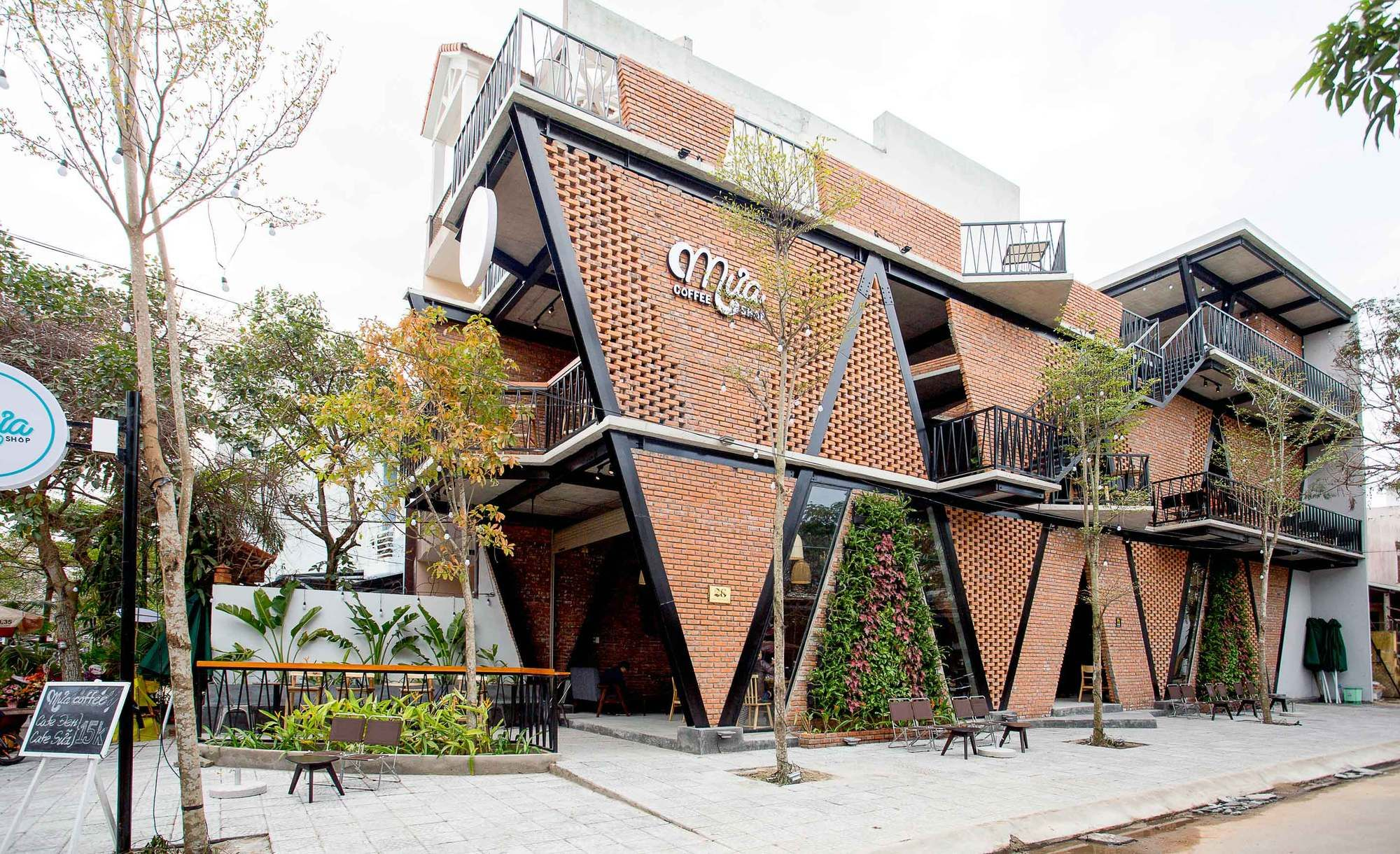 Gallery of MƯA Coffee Shop / 85 Design - 3 | Coffee house ...