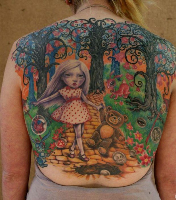 Un tatouage dans le dos par michael kozlenko repr sentant un paysage fantaisiste ressemblant - Tatouage chat alice au pays des merveilles ...