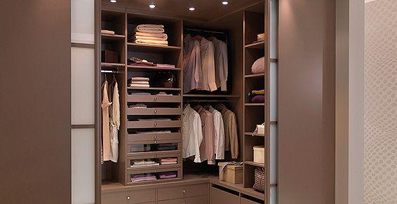 dressing haut de gamme avec portes coulissantes chambre. Black Bedroom Furniture Sets. Home Design Ideas