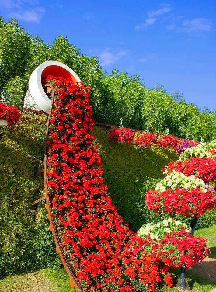 Mit diesen coolen Ideen erzeugen Sie den Effekt eines mit Blumen übergelaufen Blumentopfes. #flowerpot