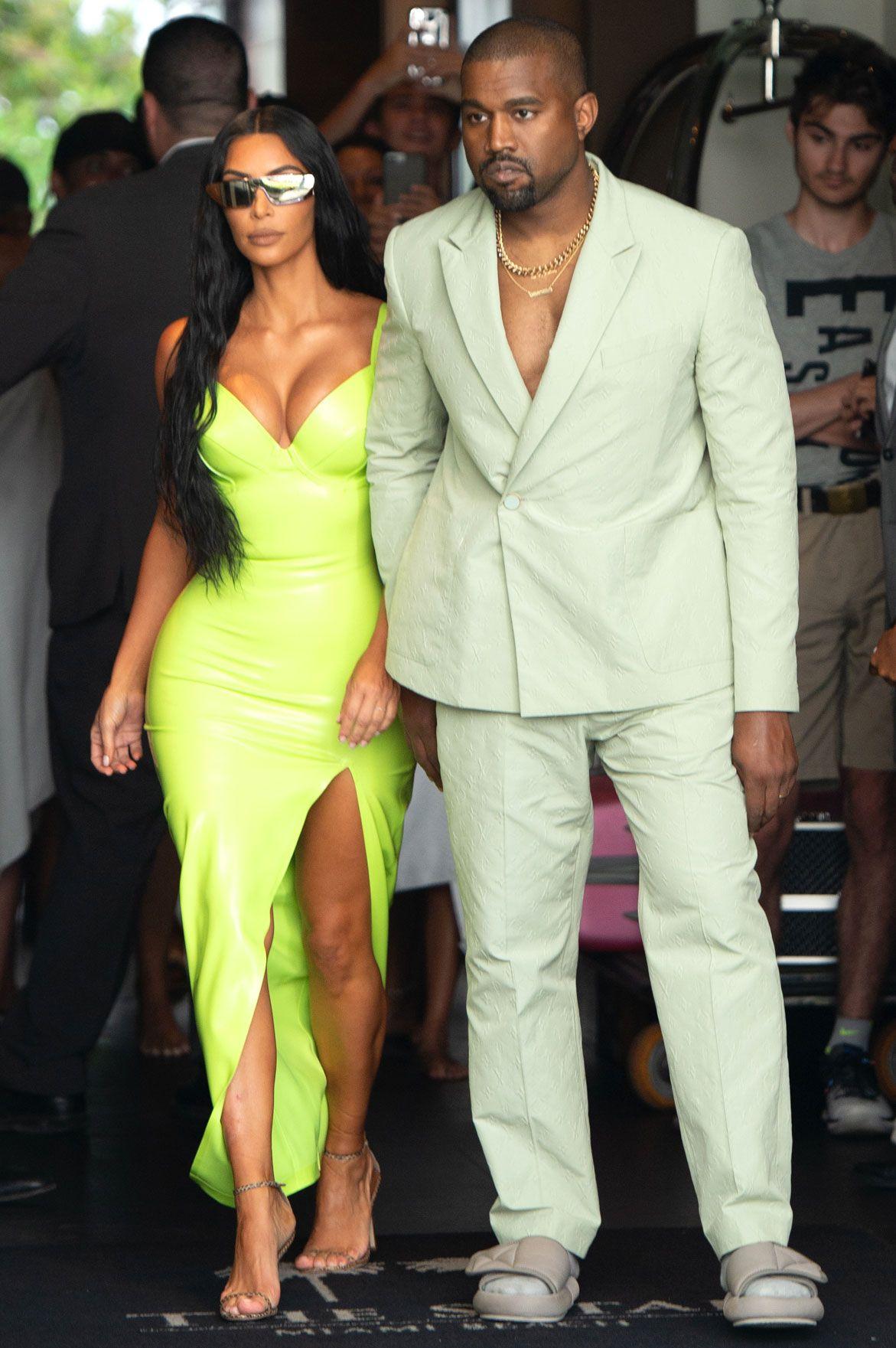 Kanye West Sweeps Kim Kardashian Off Her Feet On Ice Cream Trip After Pal 2 Chainz S Wedding Kim Kardashian Style Outfits Kim Kardashian Outfits Kanye West And Kim