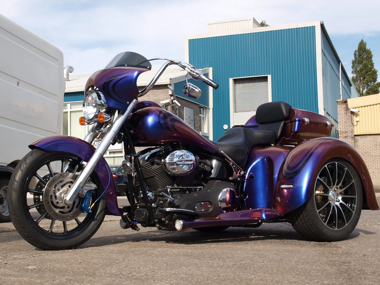 Motorcycle Trike Custom Paint Jobs This Is An Absolutely Gorgeous Bike Beautiful Paint Job And Quotes Harley Davidson Trike Harley Davidson Trike