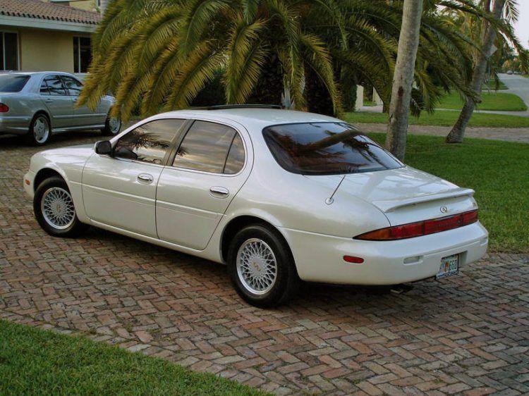 The Top 10 Luxury Cars Of The 1990s Top 10 Luxury Cars Infiniti Sedan Luxury Cars