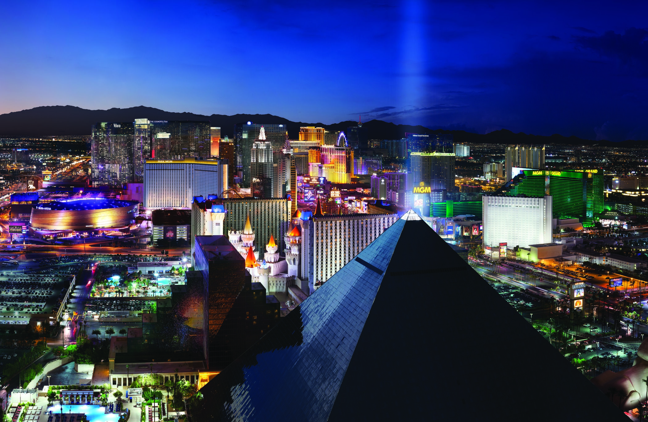 Take In The View Of The Las Vegas New Years Eve Fireworks From The Best View Of The City At Skyfall Inside Of D Las Vegas Hotels Vegas Hotel Las Vegas