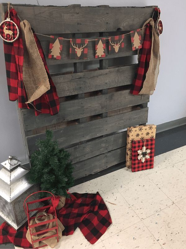Christmas Party Photo Booth This would be cute to hang stockings on