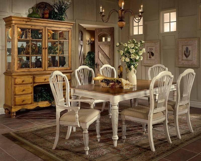 Esszimmer Möbel Vintage : Esstisch und stühle mit hübschen vintage schnitzereien wohnung