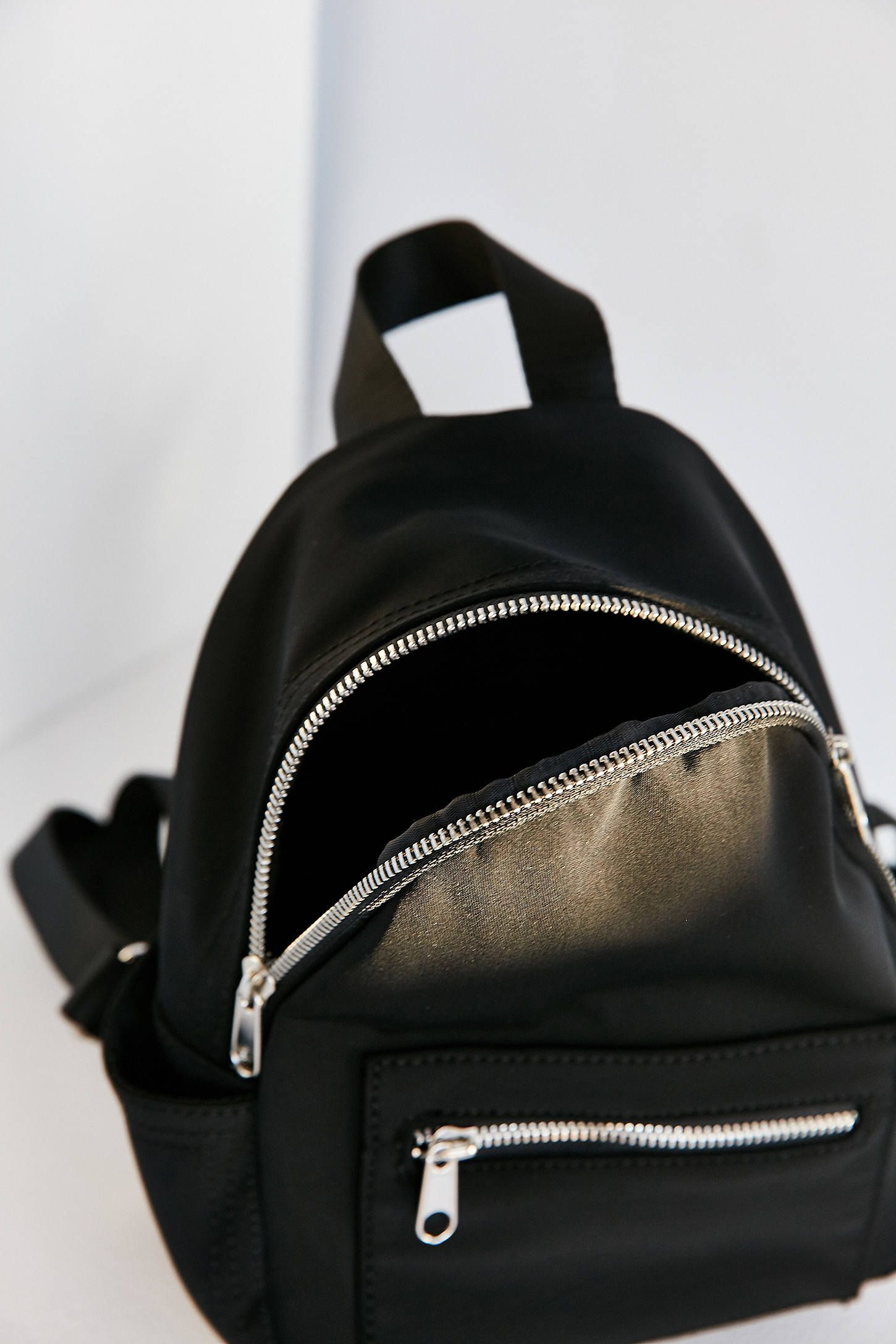 236e9be8b570 Mini Black Backpack Urban Outfitters- Fenix Toulouse Handball