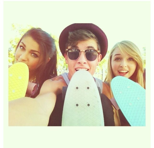 Andrea Russett , Kian Lawley , and Jennxpenn☺❤ all my favorite youtubers but my most favorite is Andrea Russett❤ lovvvvve yoou!!!✌