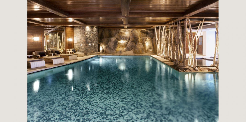 piscine int rieure du cheval blanc courchevel. Black Bedroom Furniture Sets. Home Design Ideas