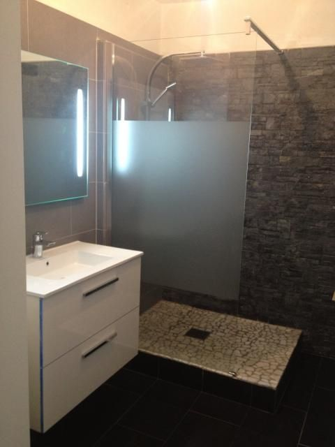 Photos d coration de salle de bain contemporain xxe gris noir douche italienne de marjo1803 - Petite salle de bain douche italienne ...