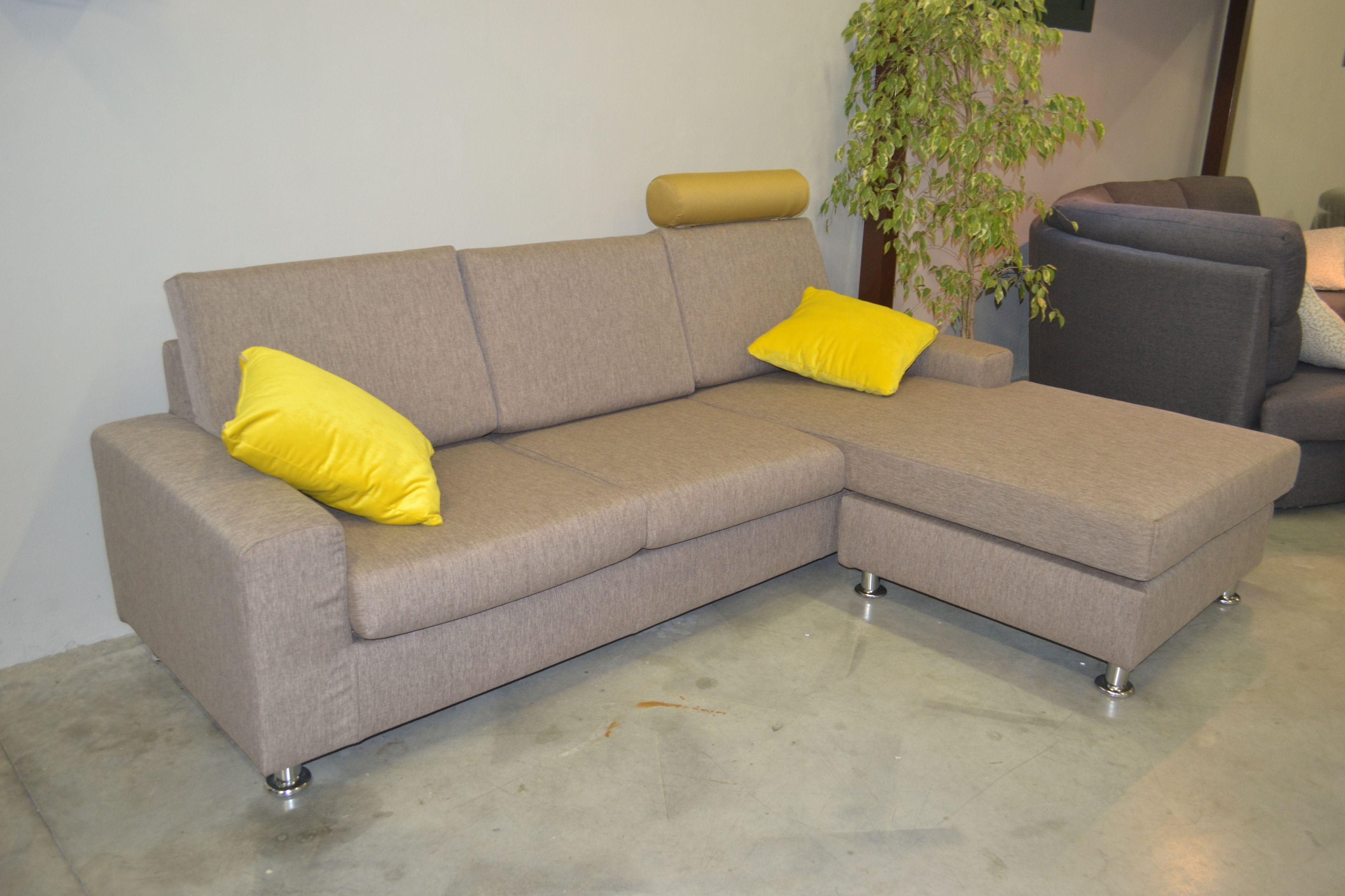 Divano moderno in tessuto con penisola e poggiatesta divano