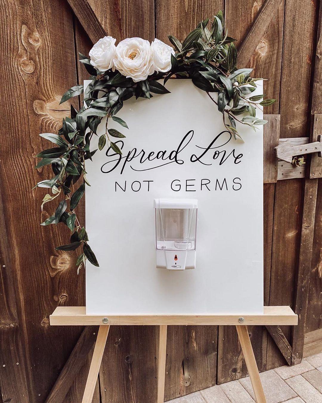 """Frida Enamorada on Instagram: """"¡A esparcir amor y no gérmenes! 🤭 Esta  estación de gel antibacterial es un…   Letrero de boda, Decoracion boda  civil, Boda en casa"""