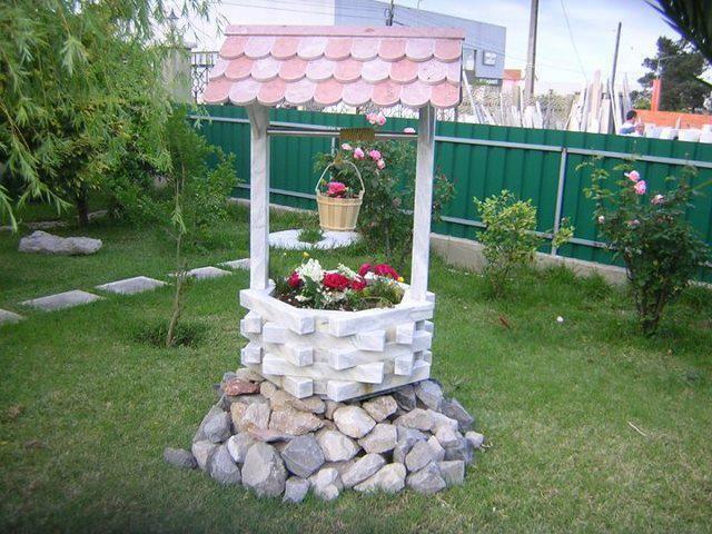 Il pozzo fioriera ecologico fai da te decorazioni for Arredamento da giardino fai da te