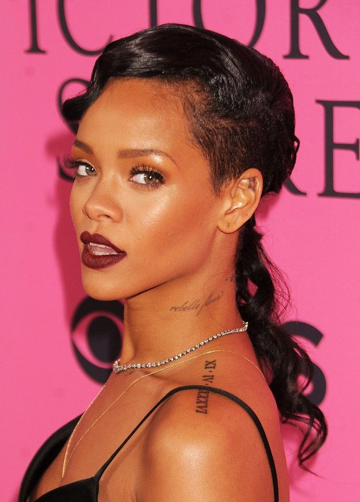 Rihanna Photos Photos Celebs On The Red Carpet At The Victoria S Secret Fashion Show Rihanna Hairstyles Long Hair Styles Celebrity Long Hair