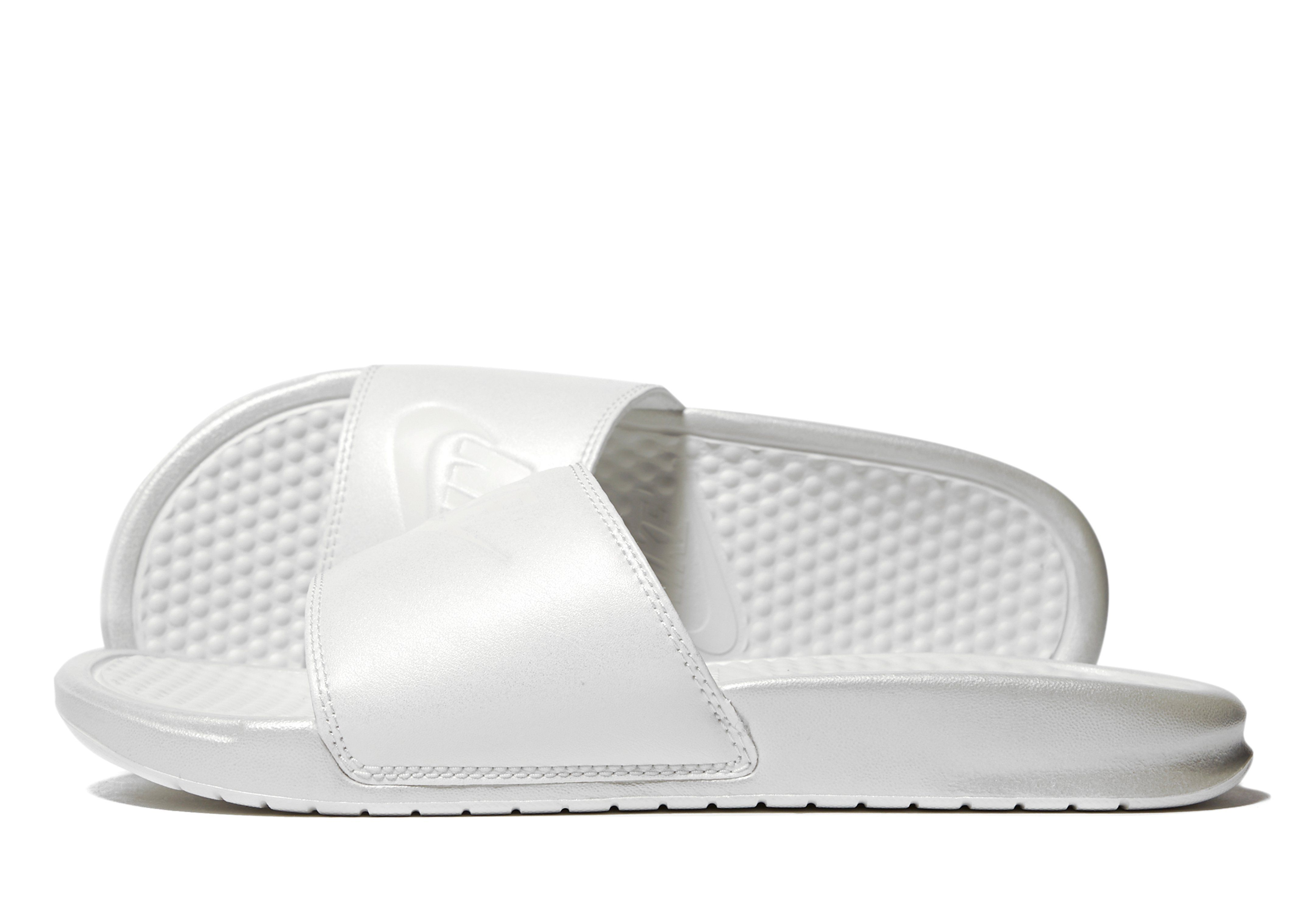 Disgusto filete preparar  Nike Benassi Slides Women's - Shop online for Nike Benassi Slides Women's  with JD Sports, the UK's leading sports fashion retailer.