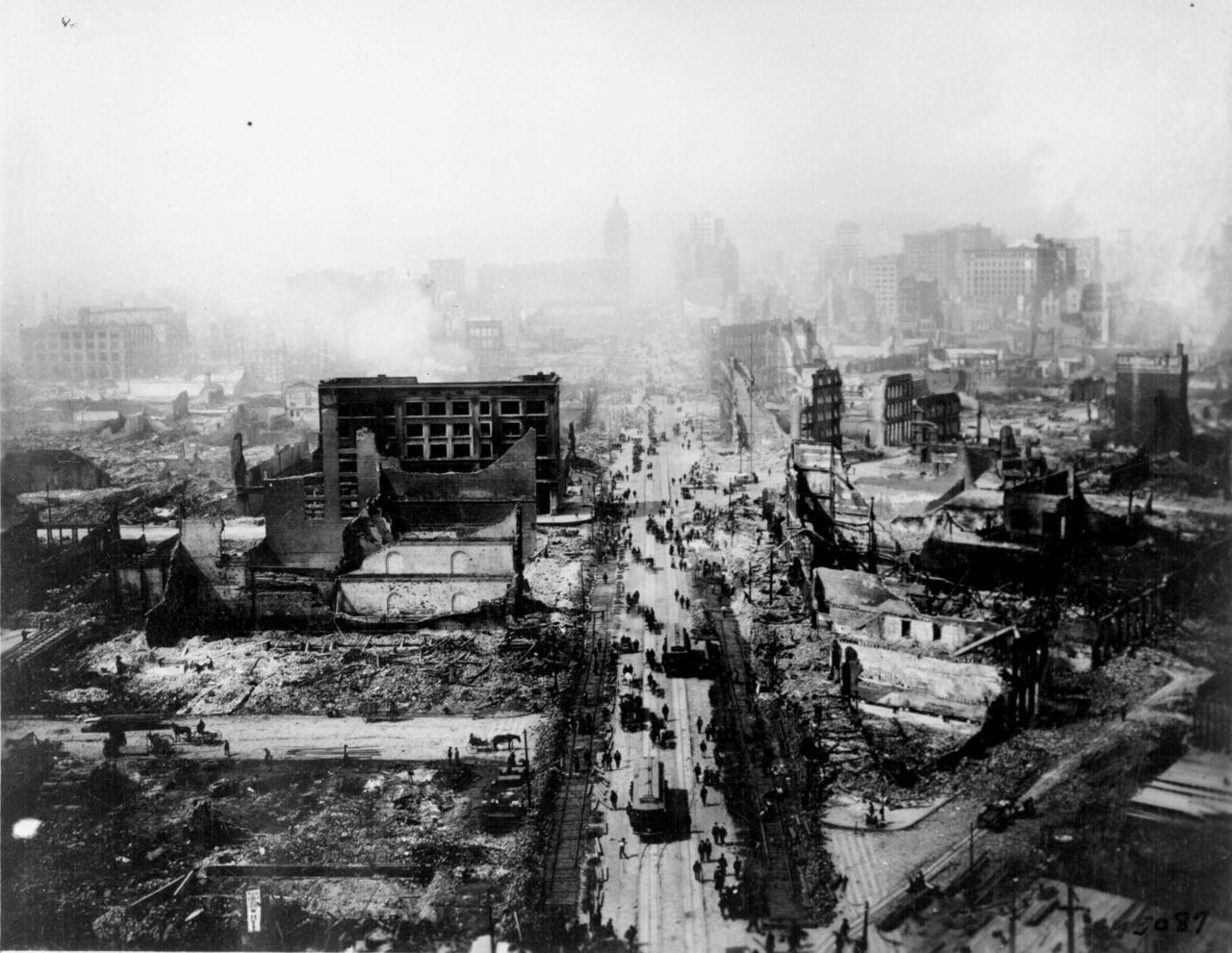 San Francisco In Ruins Still Smoldering After The 1906 Earthquake Photo From Tower Of The Union San Francisco Earthquake Natural Disasters San Andreas Fault