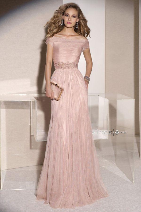 Foto 2 de 17) Traje confeccionado en tul en color rosa empolvado con ...