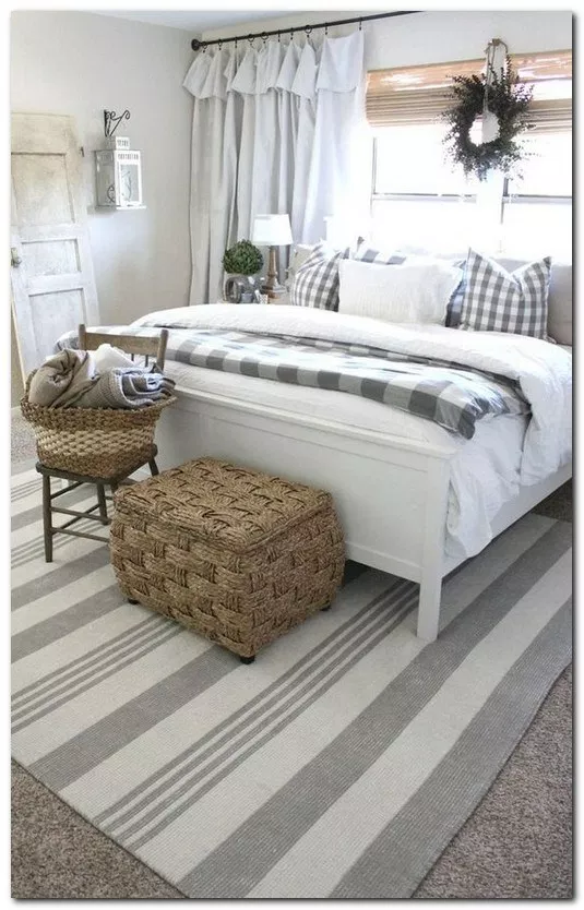 35 Good Urban Farmhouse Master Bedroom Makeover Ideas #farmhousebedroom #bedroomideas