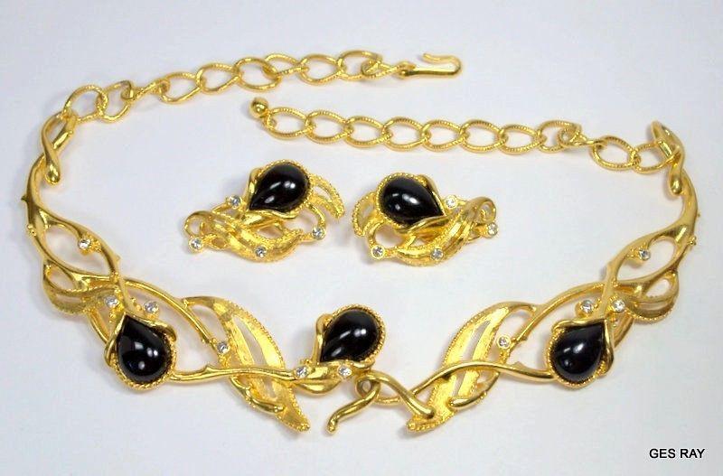 Barrera for Avon Granada Haute Couture Jewelry Set Necklace Earrings