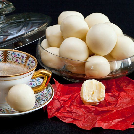 Delicious truffles made with white chocolate and cava. (in Spanish)