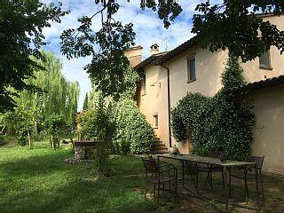 Appartamenti in Art-house immersa nel verde, in Umbria tra Todi e Perugia    - Ampio Appartamento al Piano Terra-Giardino. Ingresso indipendente.