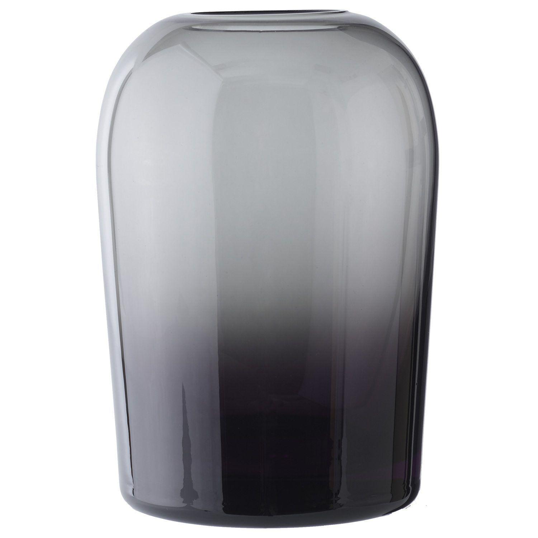 Troll vase fra Menu, designet av Anderssen & Voll. En inspirerende vase med en spennende oval form m...