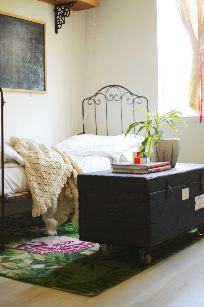 Vintage trunk   Simple furniture, Old trunks, Home bedroom