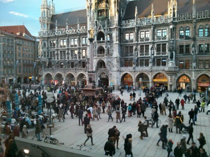 Marienplatz Altstadt Munchen Munich Germany Romantic Cruise Germany Travel