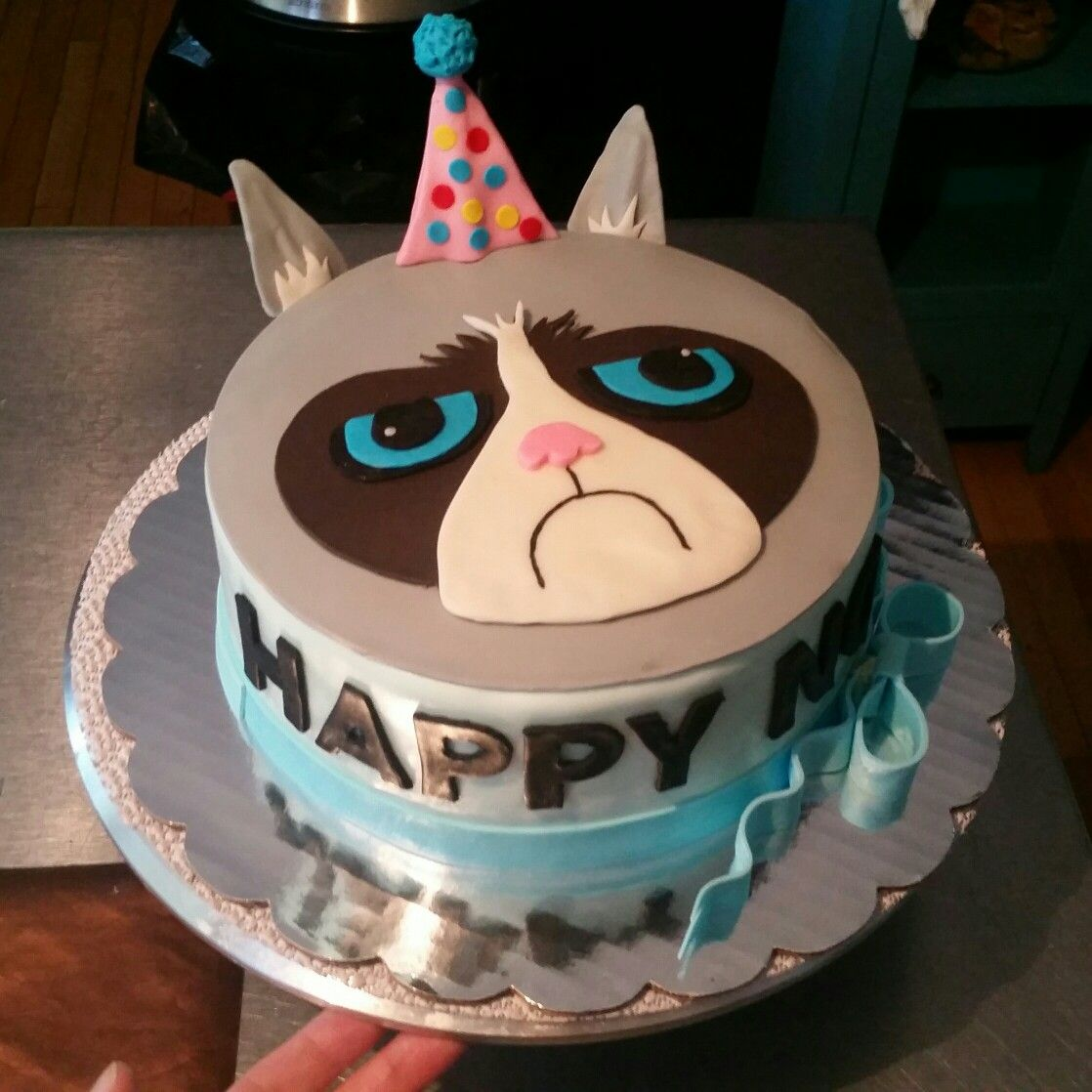 Grumpy Cat Cake Grumpy cat cakes, Birthday cake for cat