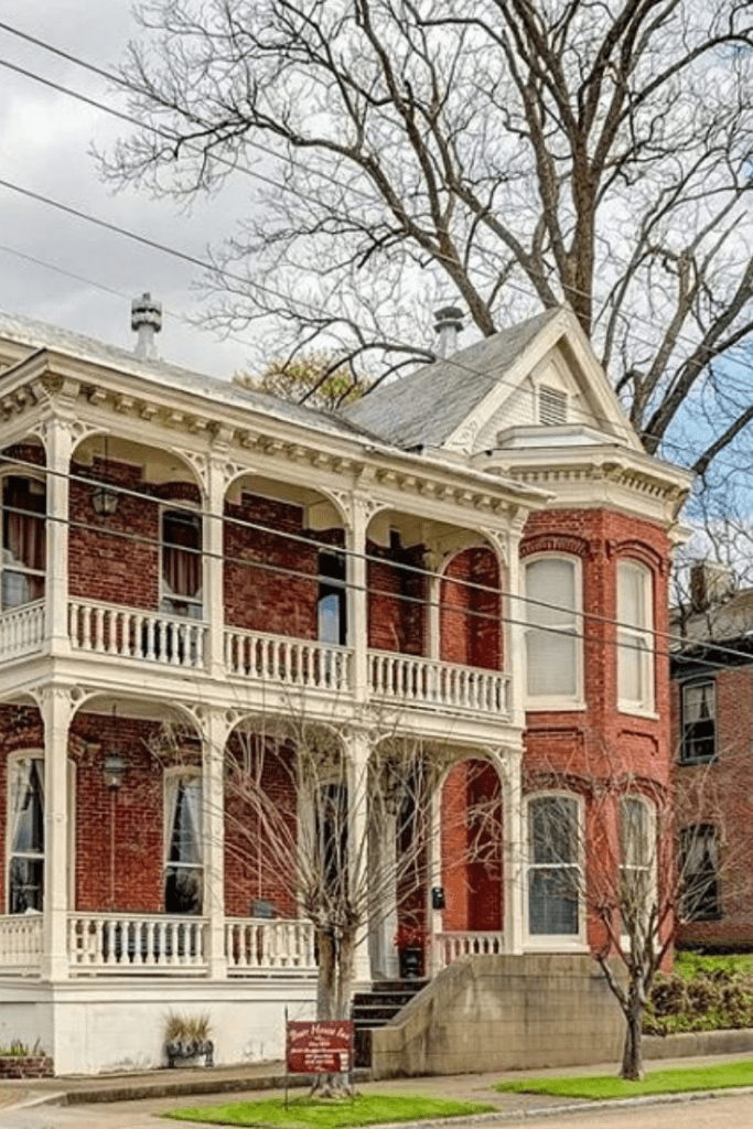 1840 Italianate For Sale In Vicksburg Mississippi With Images Dream House Exterior Victorian Homes Old School House