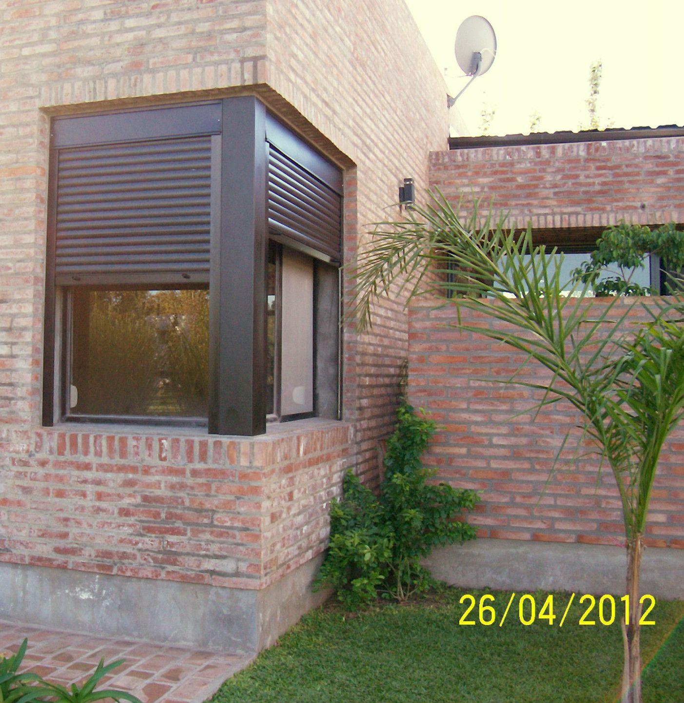 Cajones y persiana de aluminio en ventanas de esquina for Ventanas con persianas incorporadas