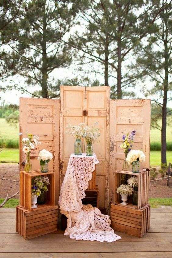 20 great ideas to use wooden crates at rustic weddings vintage creative vintage wedding backdrop ideas with old wood doors and wooden crates junglespirit Image collections