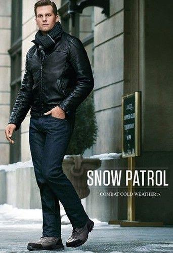 tom brady in uggs | Tom Brady trouve chaussures à son pied chez UGG | Uggs. Winter fashion. Leather jacket