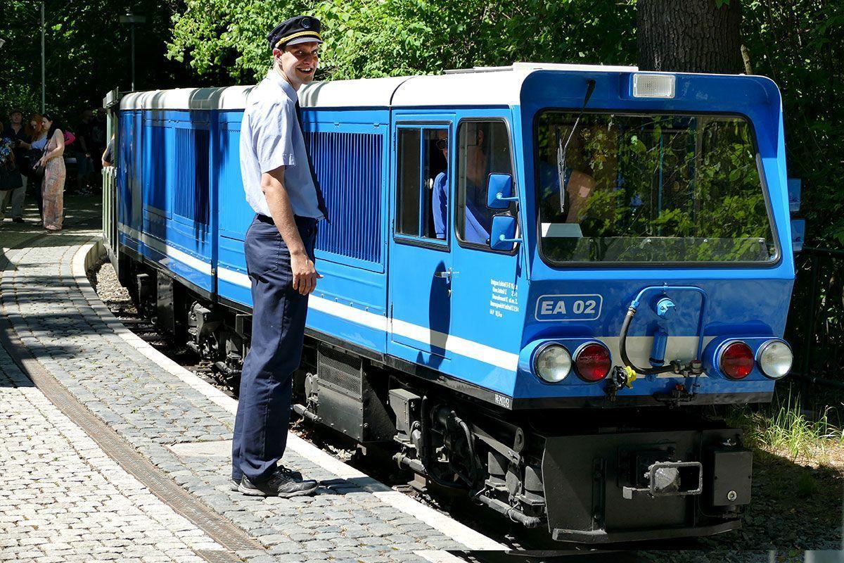 Geschichteihren Ursprung Fand Die Heutige Dresdner Parkeisenbahn Bereits In Den 1930er Jahren Damals Fuhren Kleine Lokomo Eisenbahn Parkeisenbahn Dresden Park