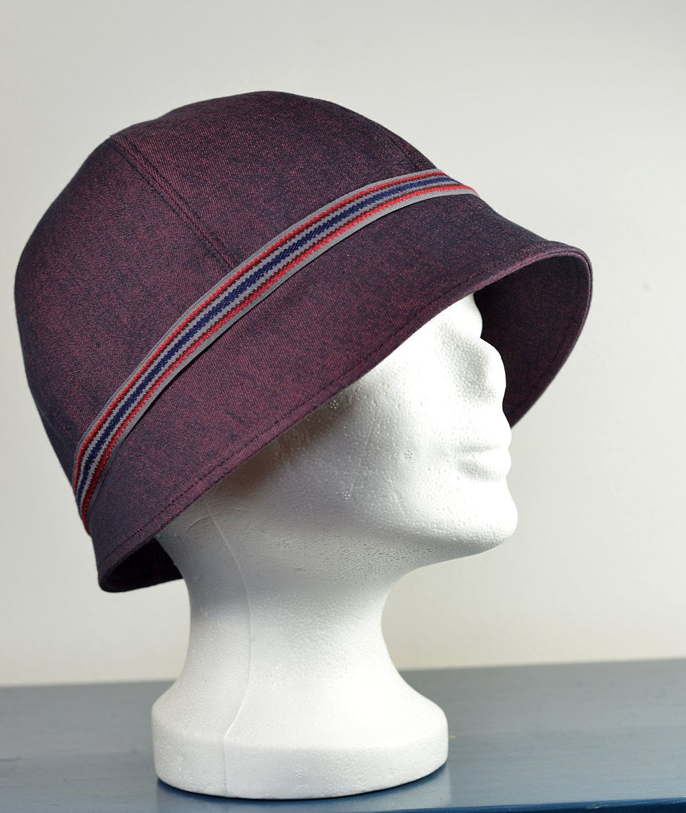 Cloche/Cloche hat, classically elegant in style of the 1920s. Size M ...
