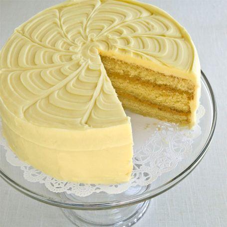In between each lemon layer is mouth-watering lemon curd ...