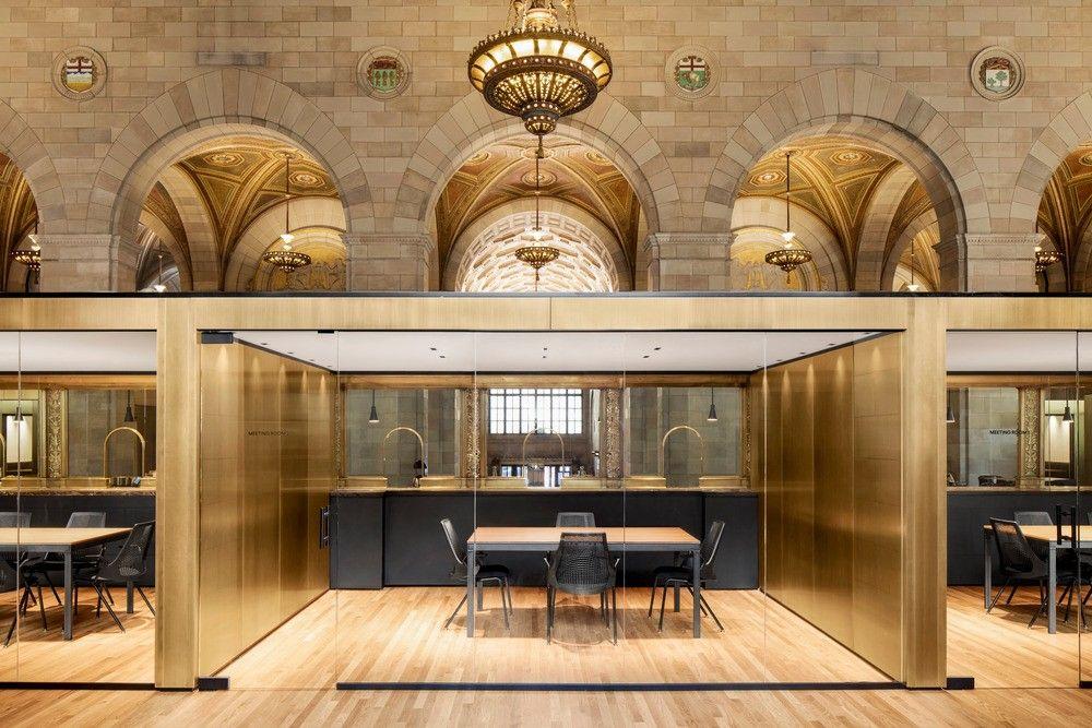 Les bureaux crew et son café par l architecte henri cleinge