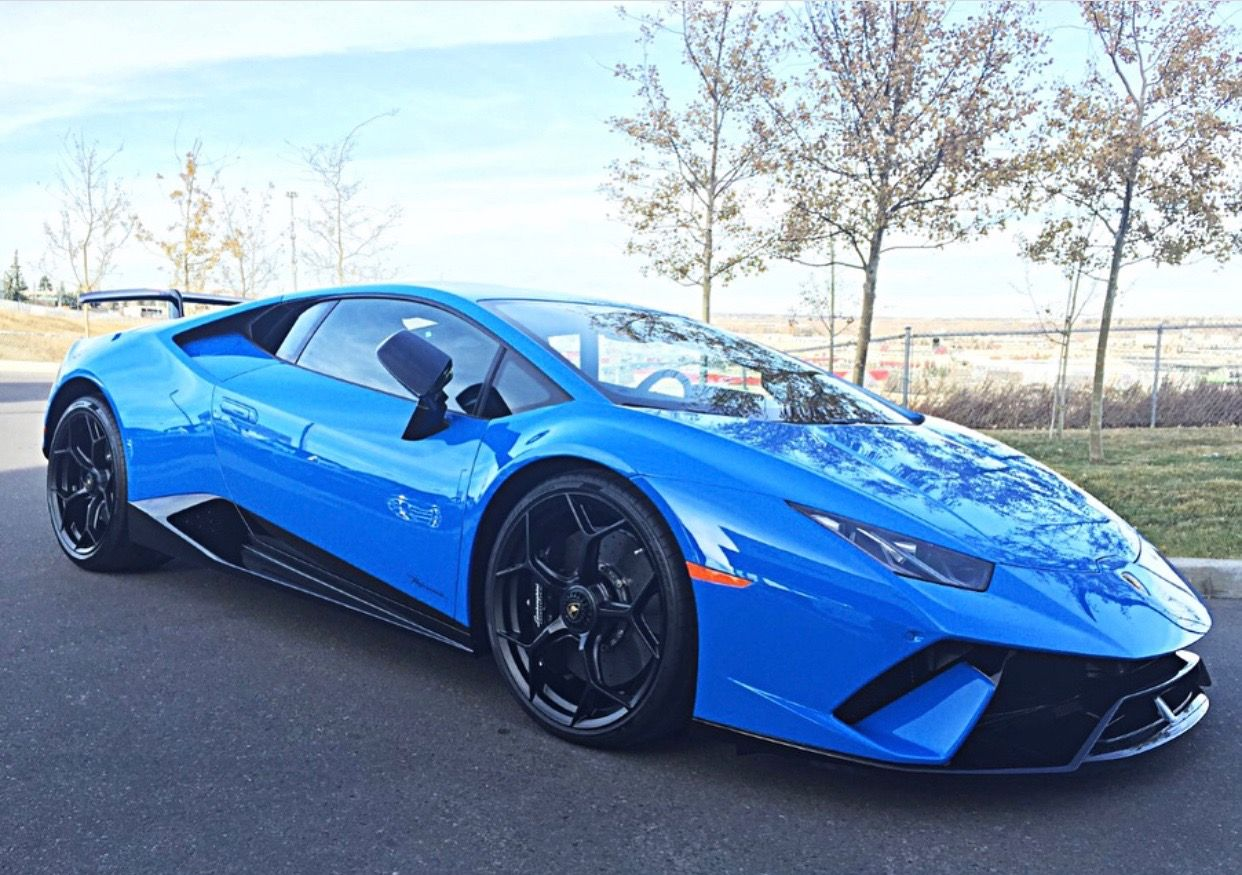 Lamborghini Huracan Performante Painted In Blu Nova Photo Taken By