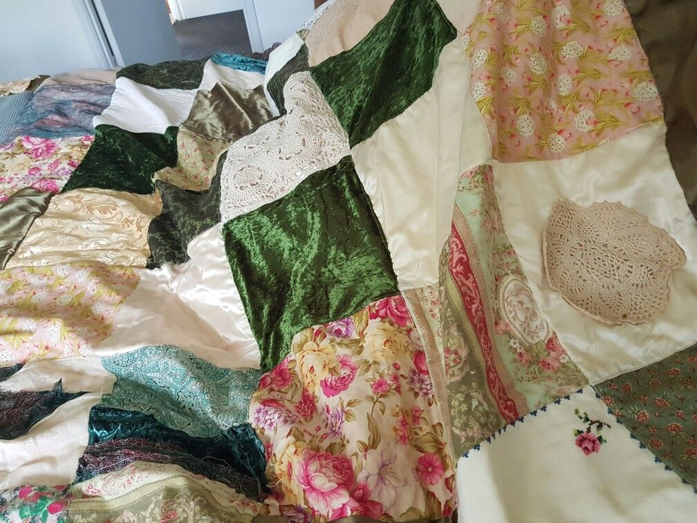 Pin by leeanne peterson on quilt quilts blanket bed