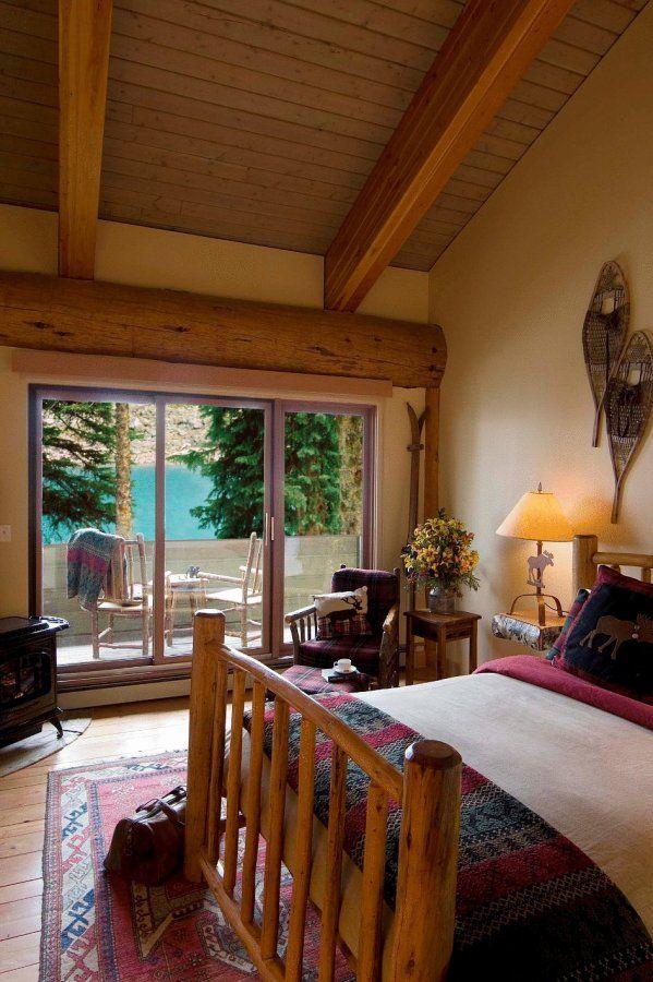A Bedroom In Moraine Lake Lodge Lake Louise Banff Lodge