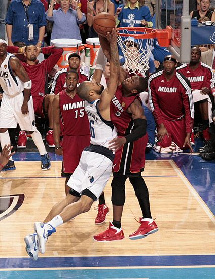 Tyson Chandler 6 Of The Dallas Mavericks Goes Up For The Dunk Against Dwyane Wade 3 Of The Miami Hea Nba Pictures Miami Heat Basketball Basketball Highlights