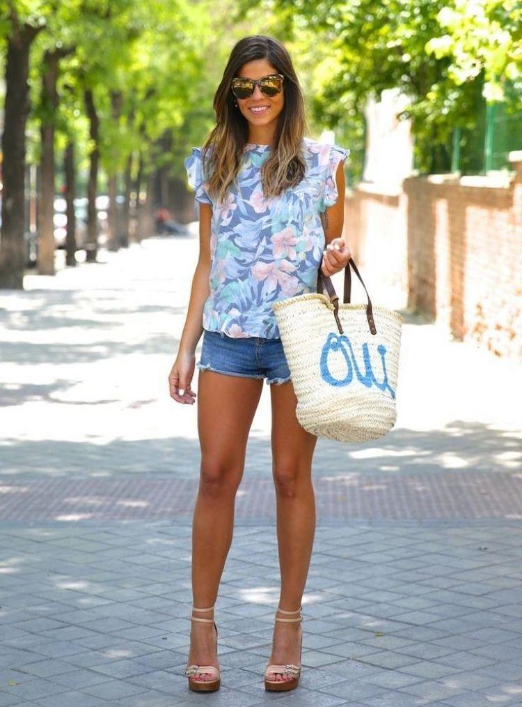 Jeans Hotpants Outfit Sommer Florales Top Rosa Sandalen Kleider