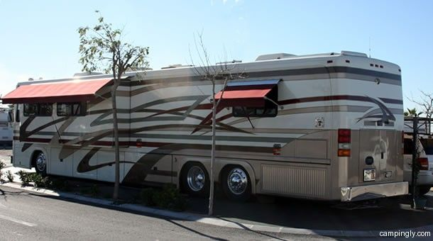 Van Spotting Featherlite Vogue Featherlite Luxury Rv Vans