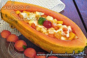 #BomDia! Que tal esta Salada de Frutas na Barquinha de Mamão para o café da manhã ficar perfeito? Qual é a sua fruta preferida?  #Receita aqui: http://zip.net/bxrkBm