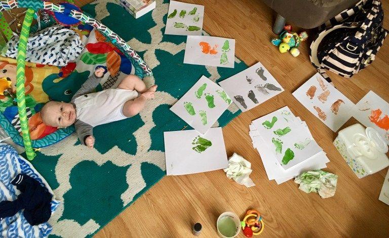 Baby's First Christmas Craft: footprint art » The Life of Lori #mistletoesfootprintcraft