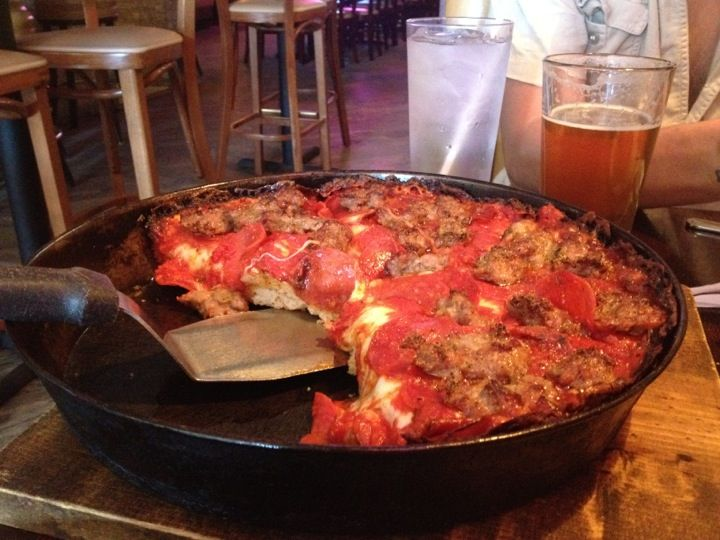 pequod s pizza in chicago il chicago pizza pinterest pizzas