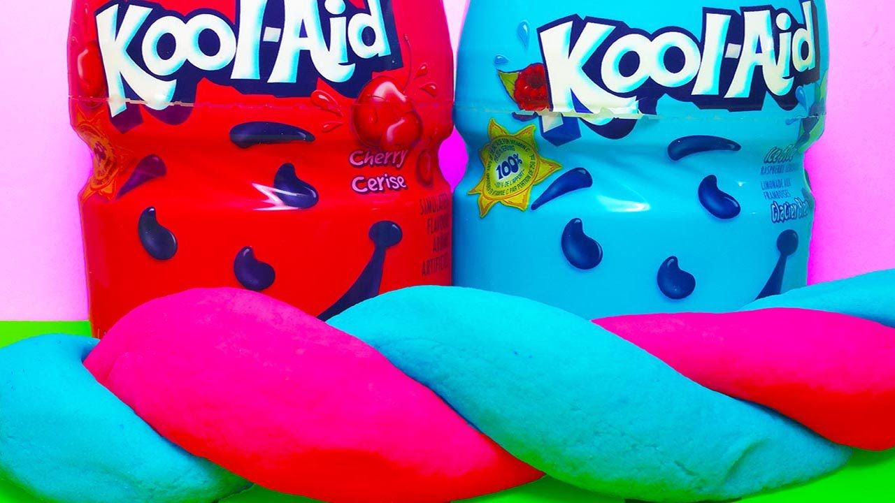 This Koolaid play dough smells soooo yummy and it only