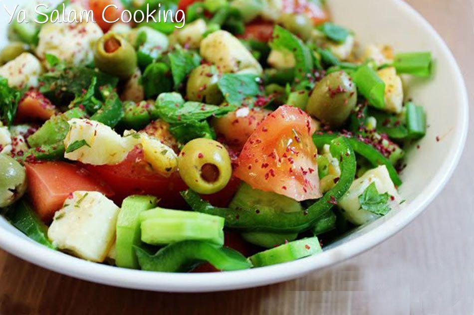 إليك سيدتي طريقة عمل سلطة الحلوم المتوسطي ة بالصور والخطوات وصفة سهلة جدا وسريعة لتحضير عشاء خفيف ولذيذ وصفة سلط Halloumi Salad Middle Eastern Recipes Salad